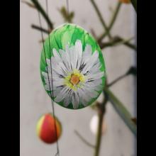 Osteraktion 2021<br/>Gänseblümchen auf Ei